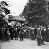 Publik utanför Stadsparksvallen i Jönköping.