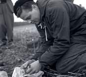 Ulf Erik Hagberg vid Skedemosse. Guldskatten har hittats.