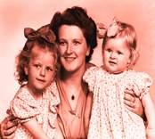En kvinna med två flickor, Påryd. Fotot taget 1949-05-21. Beställare Gösta Thydén.