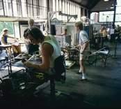 Glasblåsning i Orrefors Glasbruk.