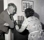 Fyrmästare Samuelsson och en kvinna, Ölands norra udde 11/9 1960.