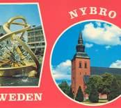 """Vykort från Nybro med skulpturen """"Glas i centrum"""", samt Nybro Kyrka."""