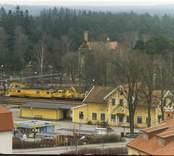 Foto från centrala Nybro, med Järnvägsstationen, i bakgrunden före detta Grönskogs Bryggeri och Joelskogen.