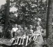 Släktbesök från Skåne hos Hellbergs, 1954.