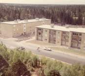 Kungshallsvägen från höghusen (Platåvägen 3).