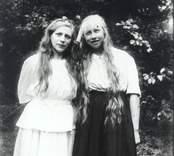 Två unga kvinnor.