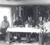 Arbetslag som anlade väg på Domänverkets marker. Bjursöholm användes som förläggning under detta arbete. Från vänster: Ragnar Viman, Otto Asp. Harald Viman, Albert Tolf och Bertil Svensson.