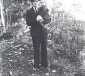 Ivar Johansson, Mörtfors, f. 1897.05.09, d. 1964.10.04 med sonen Sten f. 1930.04.06.