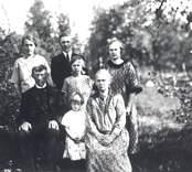 Torparen Oskar Pettersson med familj.