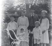 Foto på okänd familj.