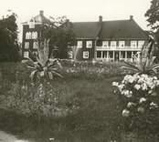 Större mangårdsbyggnad i Tyllinge.
