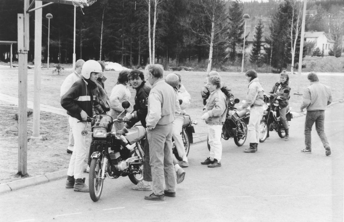 Mopedundervisning på Hakadal ungdomsskole. (Foto/Photo)