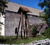 Källa ödekyrka eller Källa gamla kyrka är en relativt välbevarad kyrkoruin i Källa socken på Öland som ligger längs vägen till Källahamn.
