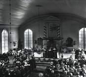 Interiör Karlslunda kyrka, 100-årsfesten, pastor Berggren.