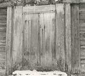 En enklare dörr på en byggnad i Högatorp.