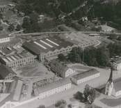 Överums bruk 1970.  Verkstadsföretag som tillverkar jordbruksmaskiner och jordbruksredskap. Överum grundades 1655 av Hubert de Besche (1601-1669) och Henrik de Trij (1624-1709) för tillverkning av kanoner och kanonkulor. Sin nuvarande inriktning fick företaget kring 1850.  År 1972 blev Electroluxkoncernen brukets ägare. Detta varade till 1998 då den danska jordbruksmaskinskoncernen Kongskilde Industries A/S övertog Överum. År 1998 var omsättningen drygt 200 miljoner kronor och antalet anställda 225.  Källa: Nationalencyklopedin.