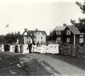 Brudparet Jansson vid porten, Lebo 1917.