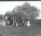 Brännhult låg på pastoratets mark, ägdes senare av MRF. Brann ner till grunden efter ett enda åsknedslag på 1980-talet, byggdes upp på nytt men annorlunda.