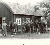 Dagsverkare i  Totebo som troligen ska hjälpa till med slåttern.