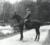 Förvaltare Knut Tillberg till häst
