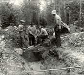 Skogsarbetare i Basebo tar en paus.