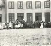 Skolbarnen vid Kyrkskolan i Hjorted.