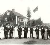Svenssons bröllop med tärnor och marskalkar  i Tibbhult 1916.   Foto: Berners samling, Hjorteds hembygdsför.