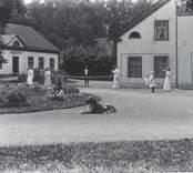 Vy från Falsterbo Järnbruk. Byggnaden till vänster var en flygelbyggnad till herrgården, och det enda som blev kvar efter en eldsvåda.