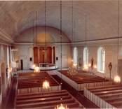 Interiör av långhuset på Lofta kyrka. Bilden togs före renoveringen 1992.