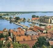 Vykort med motiv från Strömsholmen med gamla varmbadhuset i bakgrunden.