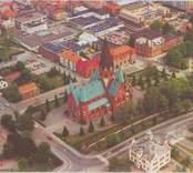 Vykort med motiv från Västervik. I mitten syns Sankt Petri kyrka.