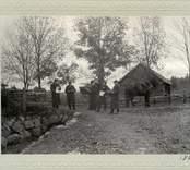 Vägsyn i Kristdala 1907, vid Klockaregården. Karl Wijkström Thor Engström, Lindnäs Robert Petersson, Skurö. C.J.Lindell, Knastorp. Teodor Nilsson, Mjölskulla.