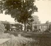 """Kyrkoherdebostället  """"Mangården med huvudbyggningen och södra flygeln (visthus)."""""""