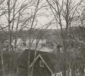 Utsikt från gamle nämndemannens i Branthult gårdsplan.