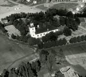 Flygfoto över Gamleby kyrka. Uppförande hela kyrkan 1832-1833.