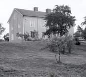 Hus vid Lofta kyrka.