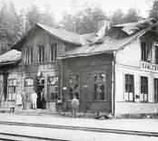 Gamleby järnvägsstation. Bilden är tagen sedan stationen brandhärjats 1920.