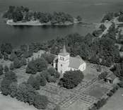 Flygfoto över Påskallaviks kyrka.
