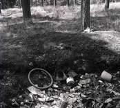 Avfall dumpat på gravfält.