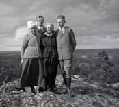Från vänster till höger: Ada Rydström, Kurt Seidler, Nina Hammarskjöld, och Gustaf Seidler på Frubergets topp.