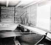 Interiör av båthuset.