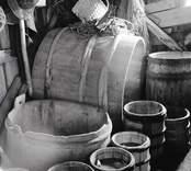 Interiör av sjöbod. Saltkar och fjärdingar. Foto: 15/08 1951.
