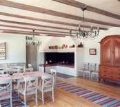Fredriksbergs herrgård, interiör från matsal och äldre kök på bottenvåningen.