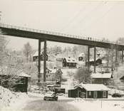 Den nya Verkebäcksbron som byggdes av AB Armerad Betong, Kalmar, och invigdes den 5 december 1956 av landshövding Ruben Wagnsson.  Den total brolängden är 174 meter, och höjden över vattenytan 30 meter.