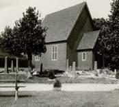 Begravningskapellet i Gladhammar. Kapellet byggt på gamla kyrkans plats och i dennas form.