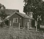Hagnebo, Sjölandragården. En ryggåsstuga.