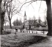 Kyrkan och kyrkogården i Västra Ed.