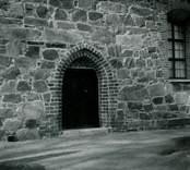 Portal till Törnsfalls kyrka.