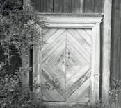 Dörren till Kristalla prästgård.