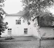 Huvudbyggnaden, vänster gavel.